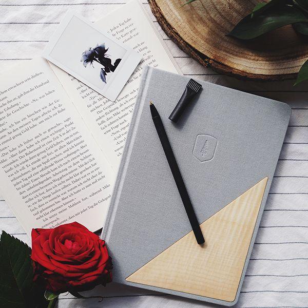 šedý zápisník s dreveným detailom Lux Notebook