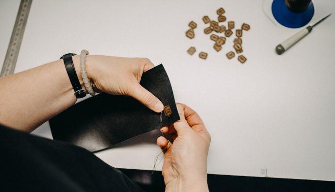 Šitie koženej peňaženky Nox Slim Wallet