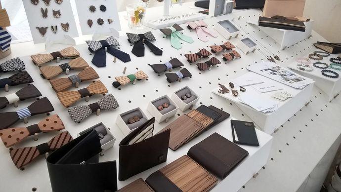 Stôl s BeWooden produktami na Colours of Ostrava